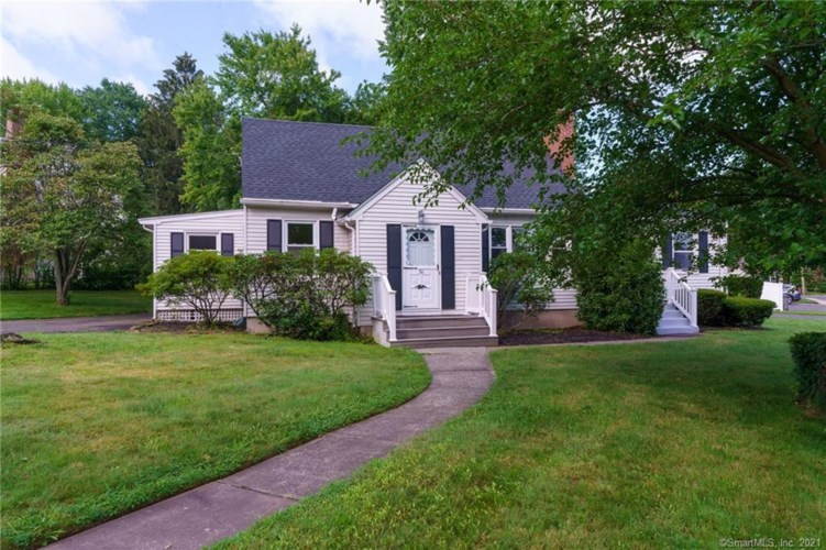 30 Saulters Road, Manchester, CT 06042