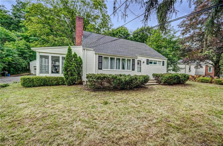 942 North High Street, East Haven, CT 06512