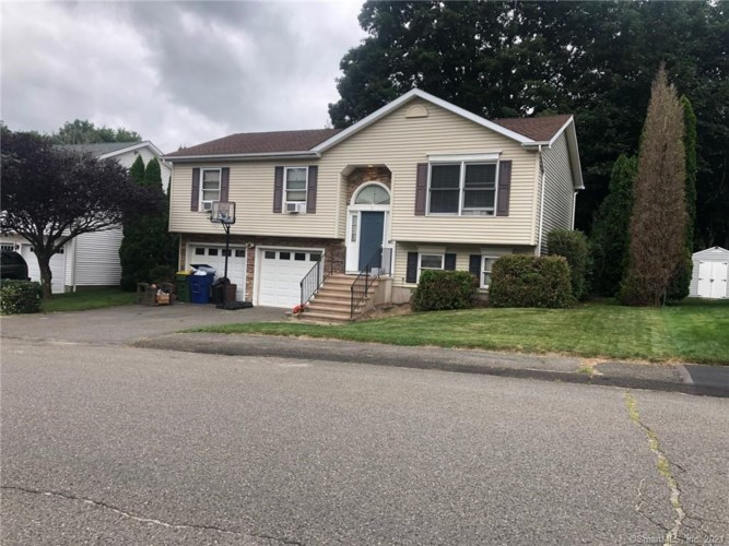 9 Laurie Place, Waterbury, CT 06704