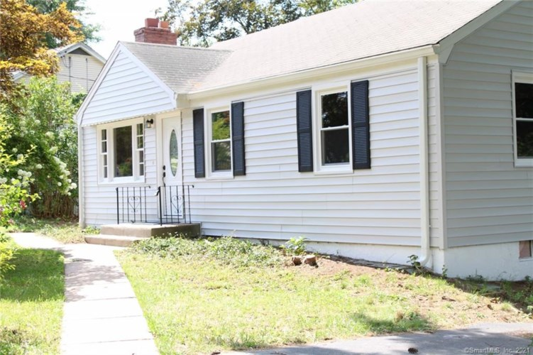 5 Cottage Grove Circle, Bloomfield, CT 06002
