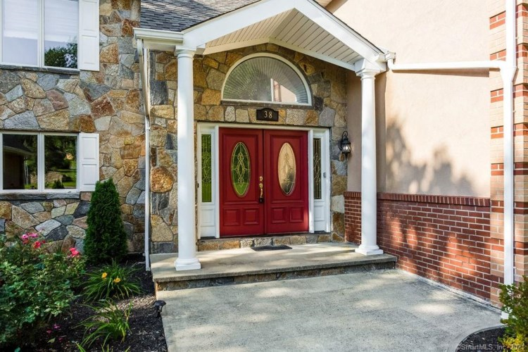 38 Laureate Drive, Middletown, CT 06457