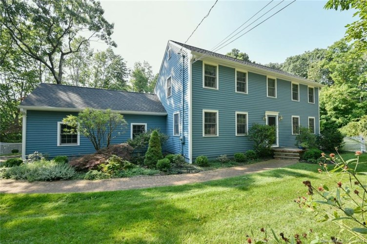 33 Woodcutters Drive, Bethany, CT 06524