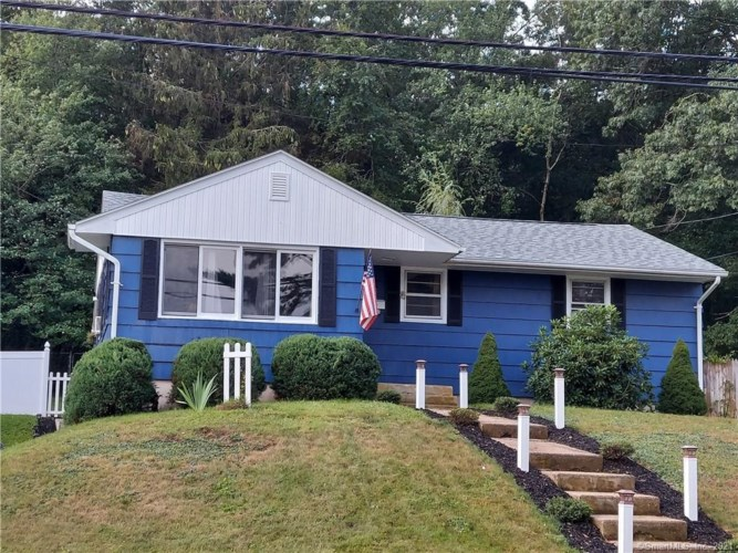 8 Teecomwas Drive, Montville, CT 06382