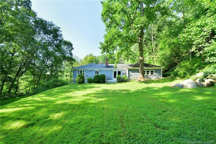 8 Tommys Lane, Brookfield, CT 06804