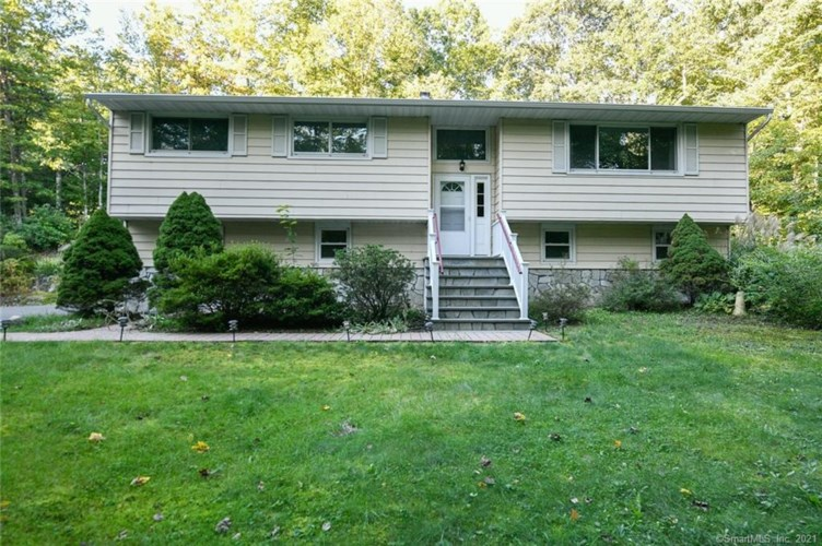 44 Chase Road, Middlebury, CT 06762
