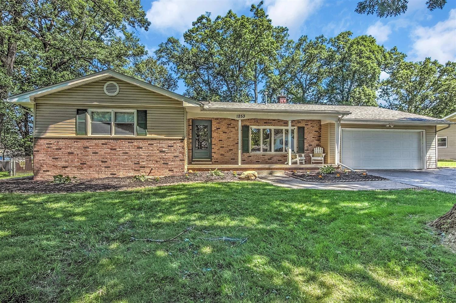 1253 Southwood Drive , Lowell, IN 46356