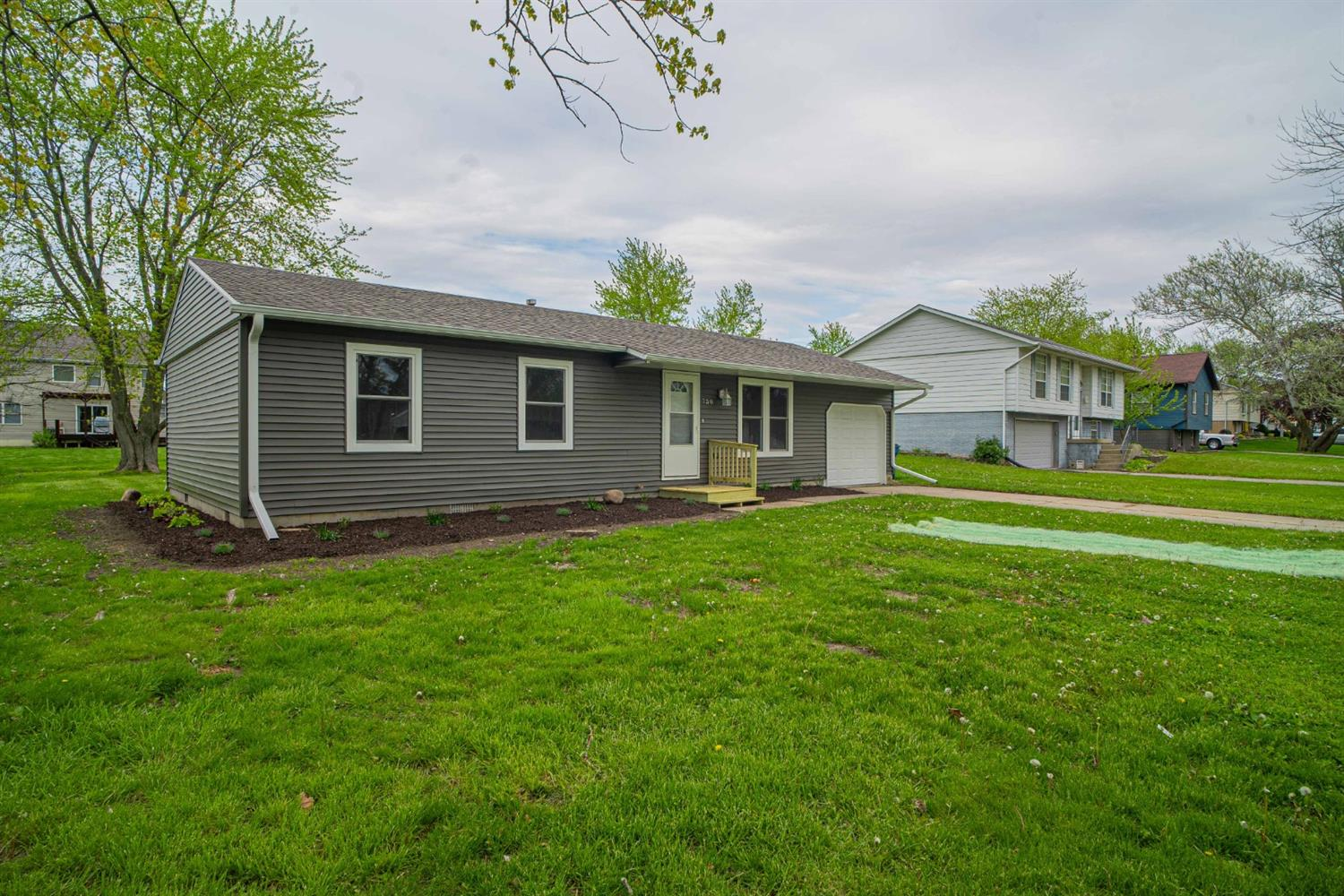 730 Apache Lane , Lowell, IN 46356