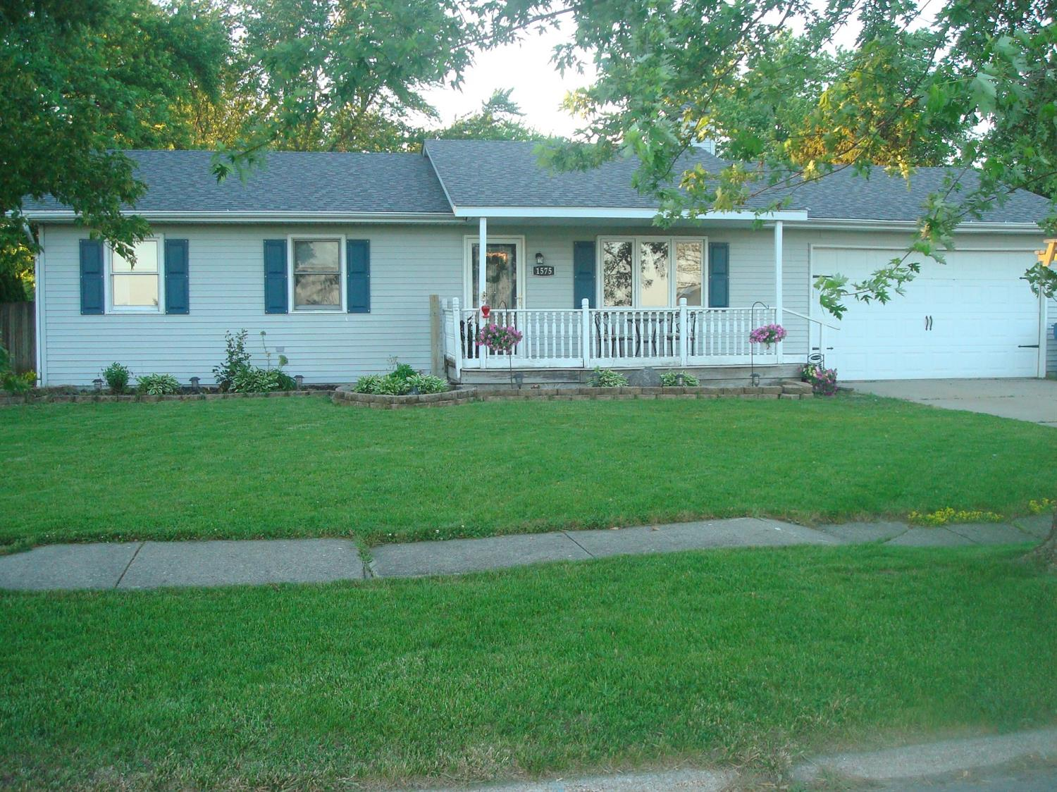 1575 Crestwood Drive , Lowell, IN 46356