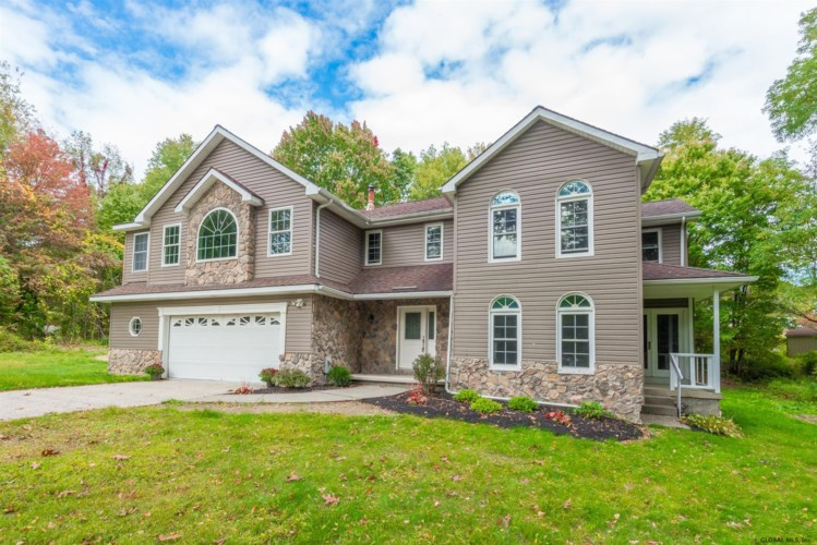 2430 OLD COACH DR, Schodack TOV, NY 12033