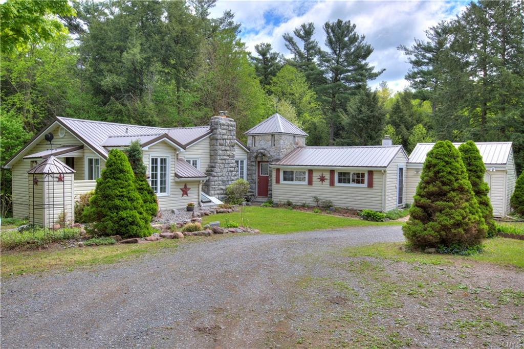 19 Whippoorwill Lane , Schroeppel, NY 13132