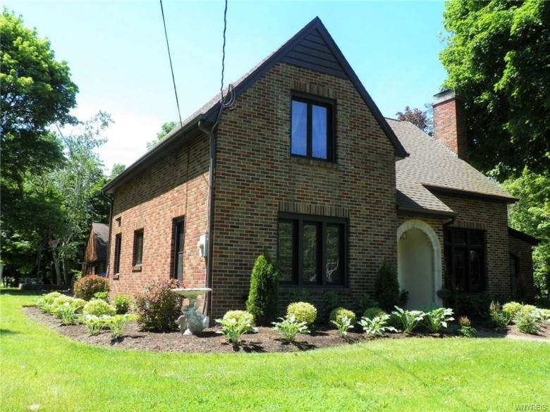 9705 Clarence Center Road, Clarence, NY 14032