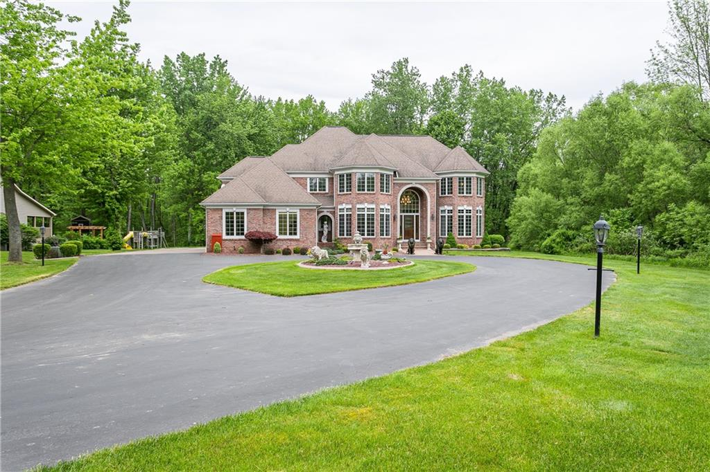 6 Turret Court , Penfield, NY 14580