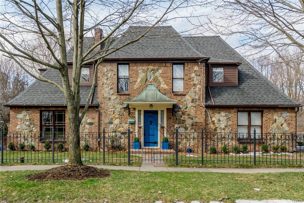 100 Dewittshire Road , Dewitt, NY 13214