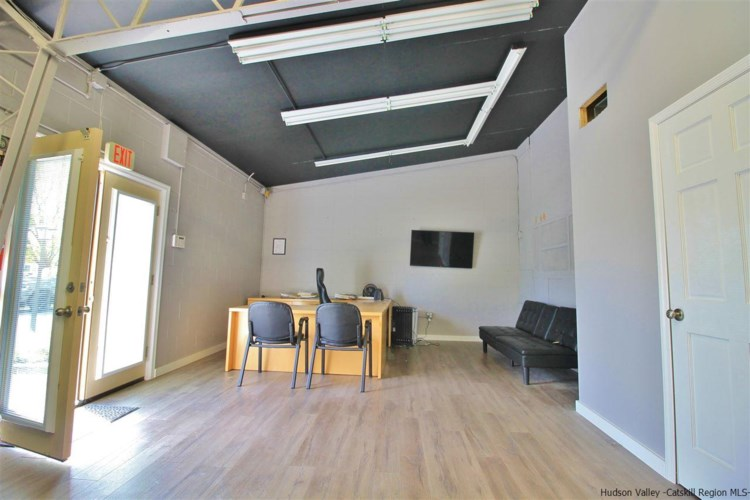 7528 N Broadway, Red Hook, NY 12571