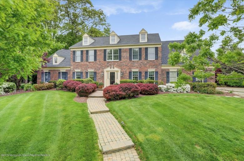 33 Tanglewood Court, Freehold, NJ 07728