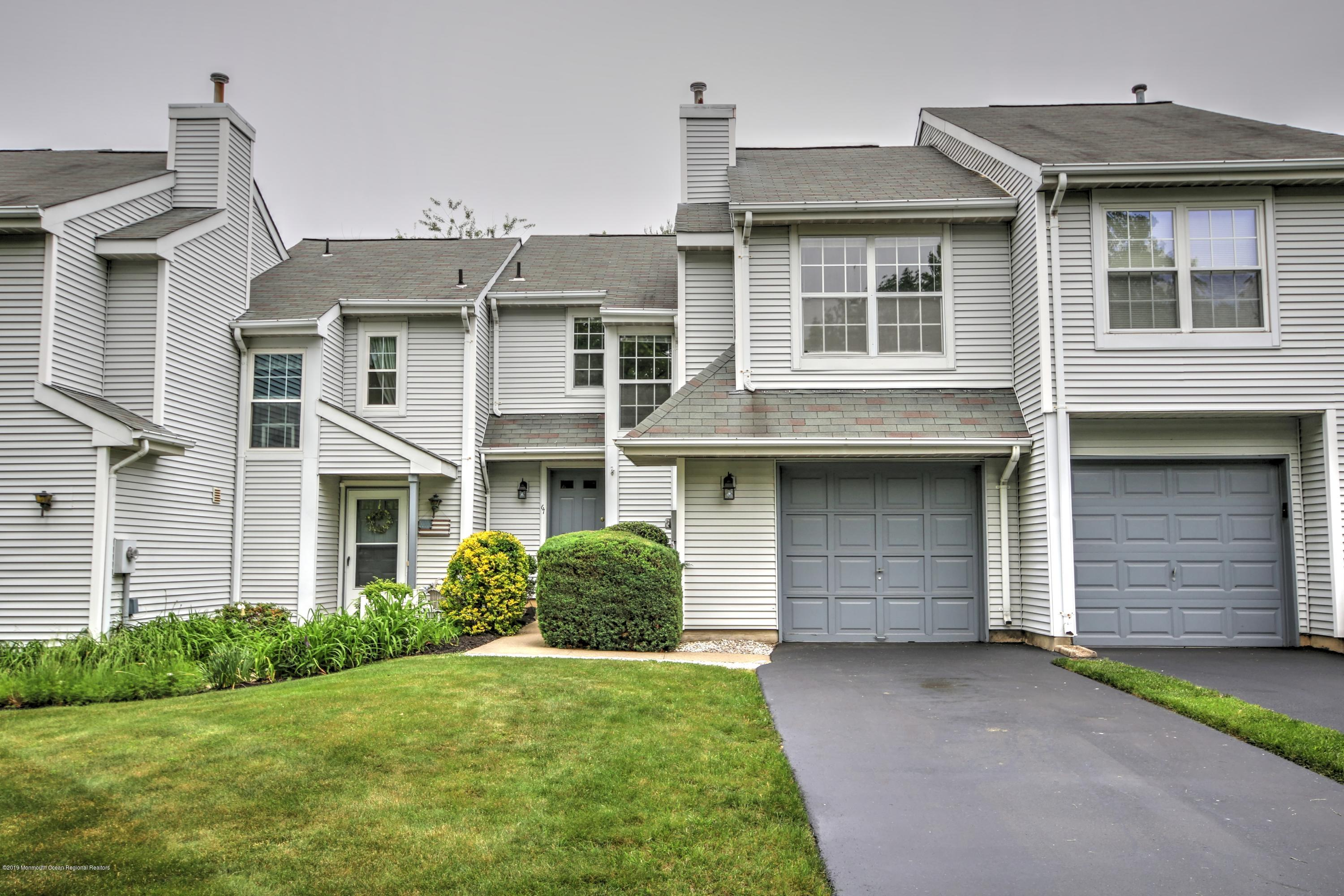 Brookwood Townhouses and Condos for Sale in Eatontown NJ 07724