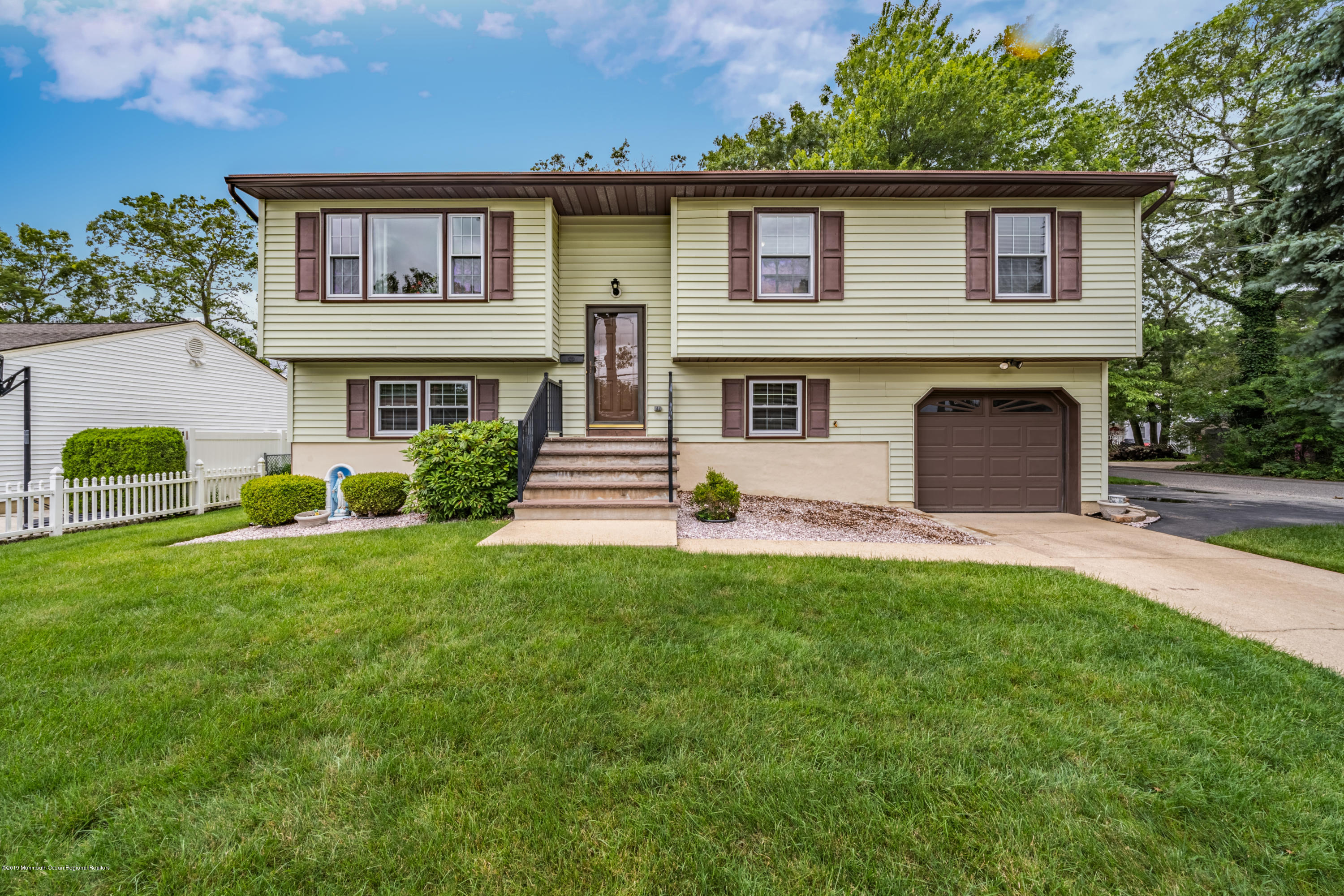 300 Windward Avenue , Beachwood, NJ 08722