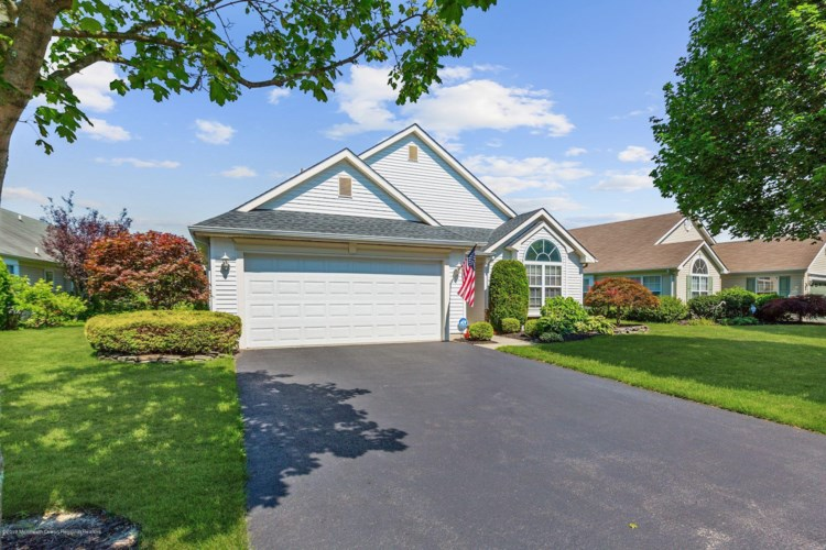147 Skyline Drive, Lakewood, NJ 08701