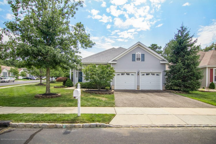 63 Hidden Lake Circle, Barnegat, NJ 08005