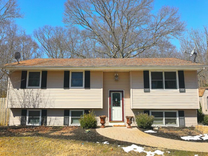22 Ford Road, Howell, NJ 07731