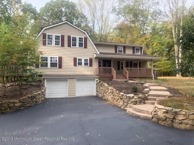 8 E Parkway Place, Holmdel, NJ 07733