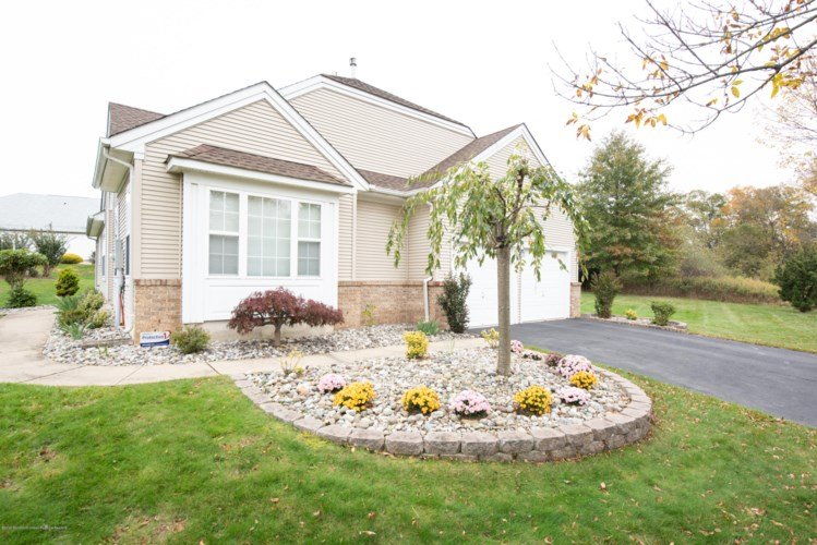 5 Clydesdale Court, Manalapan, NJ 07726