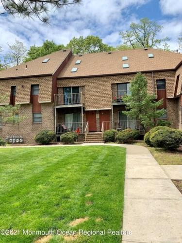 12 Ginger Court, Eatontown, NJ 07724