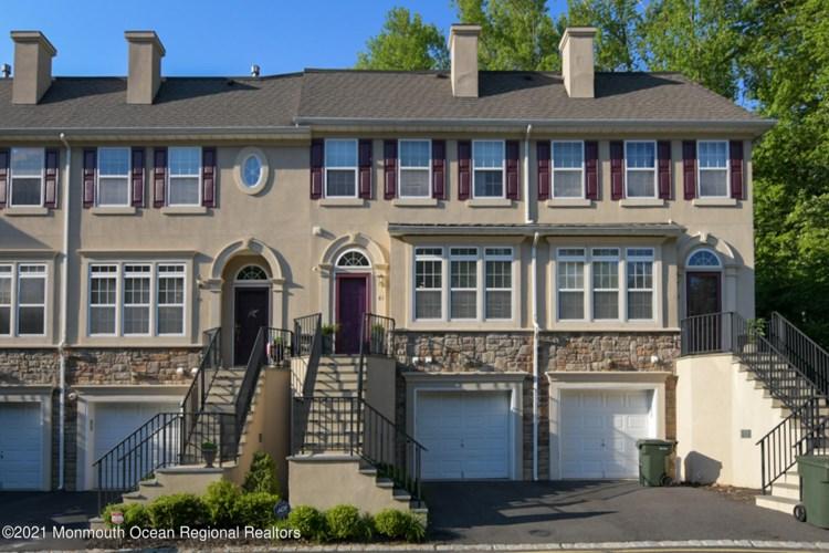 61 W Aspen Way, Aberdeen, NJ 07747