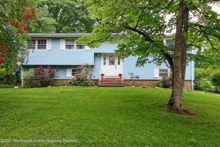 190 Heights Terrace, Middletown, NJ 07748
