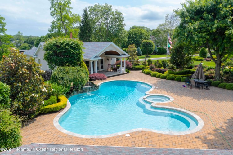 15 Whipporwill Valley Road, Middletown, NJ 07748