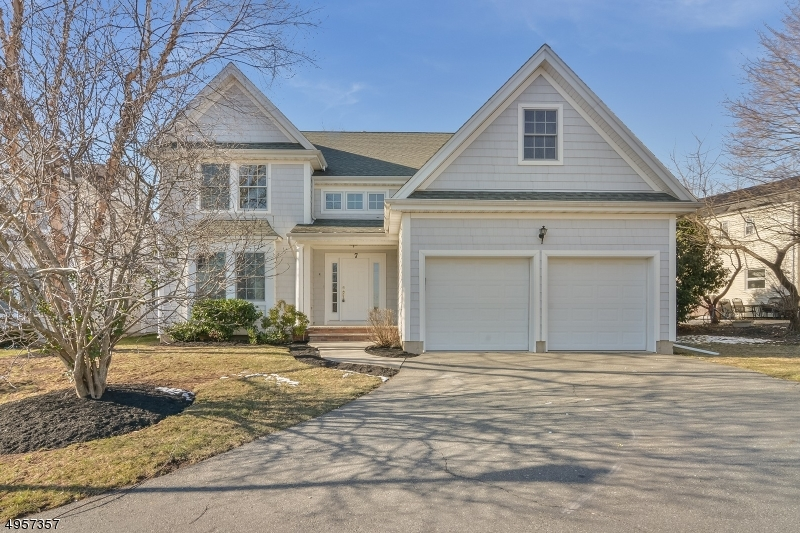 7 HOLLY CT, Bloomfield Twp., NJ 07003