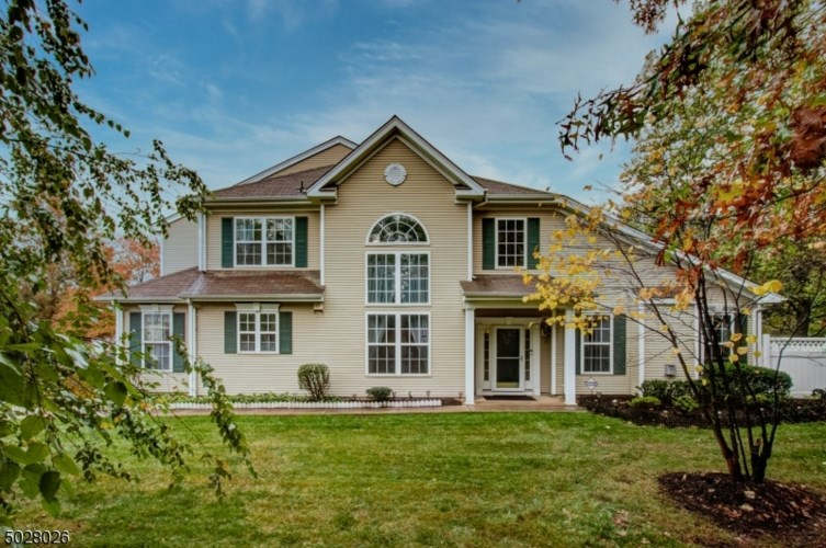 6 HAMPTON CT, West Windsor Twp., NJ 08550