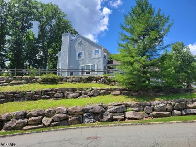131 Crestview Ln, Mount Arlington Boro, NJ 07856