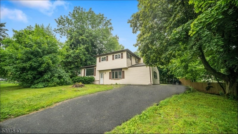 15 Young Dr, Stanhope Boro, NJ 07874