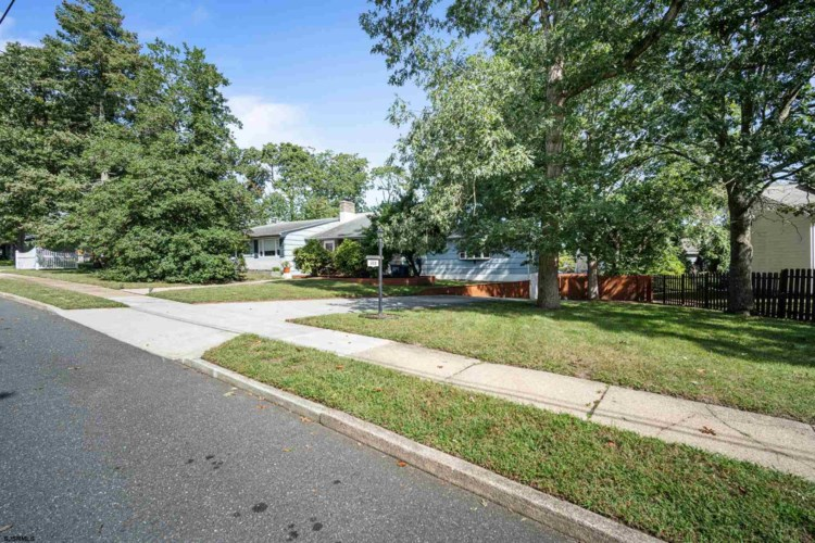 109 Holly Hills, Somers Point, NJ 08244