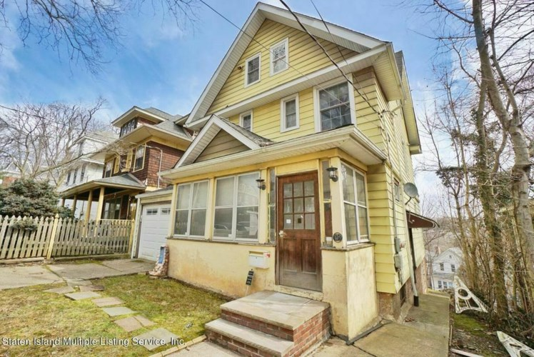 129 Highview Ave., Staten Island, NY 10301