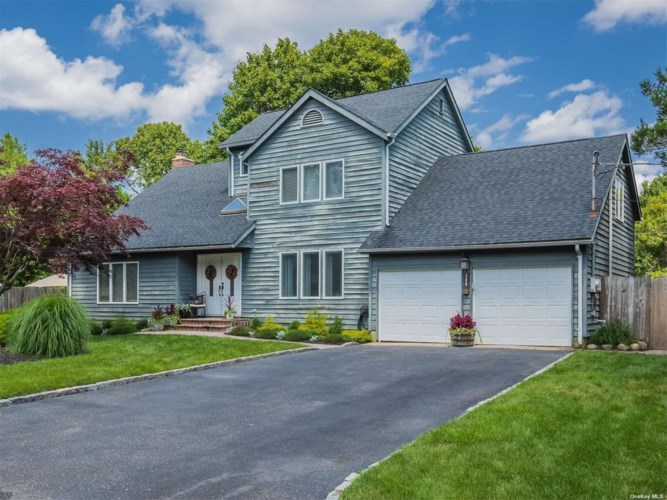 340 Woodhollow Road, Great River, NY 11739