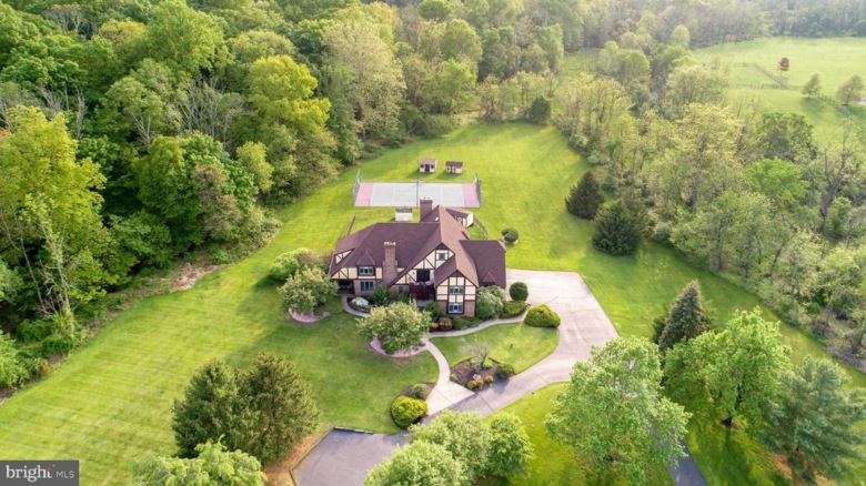 1075 EAGLE RD, NEWTOWN, PA 18940