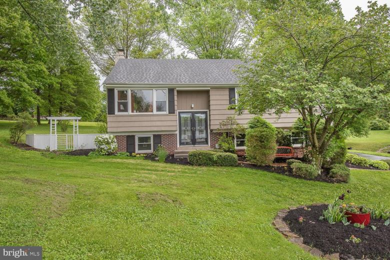 8 MACBRIDE DR, SPRING CITY, PA 19475