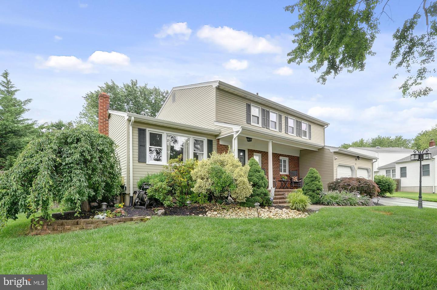 22 BLUE DEVIL LN, HAMILTON, NJ 08619