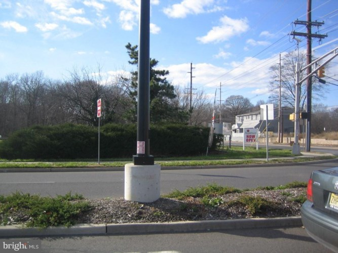 E EVESHAM ROAD, SOMERDALE, NJ 08083