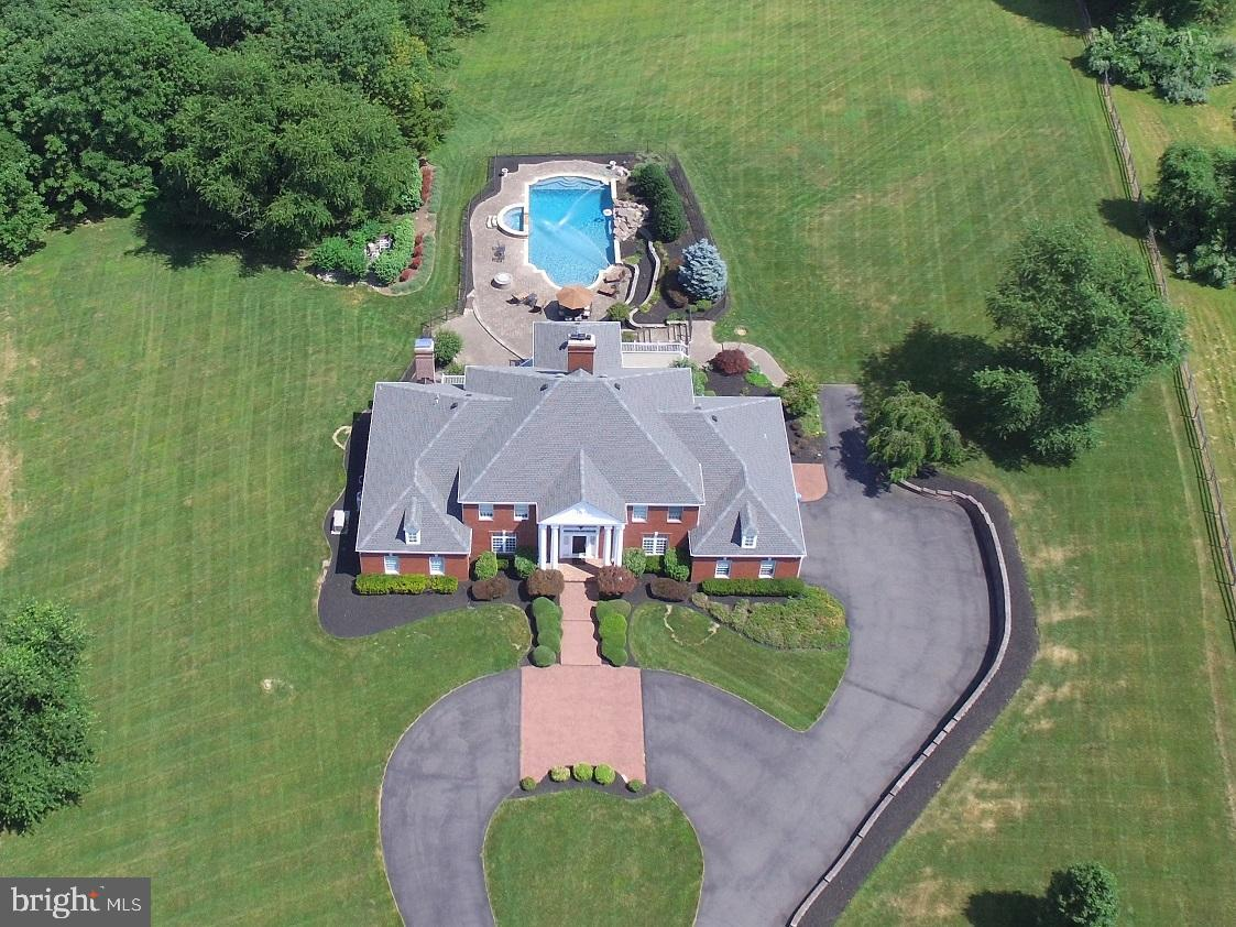6 CHASE HOLLOW RD, HOPEWELL, NJ 08525