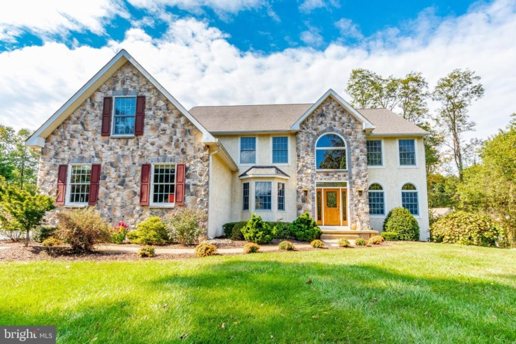 10 SWAN LAKE DR, GARNET VALLEY, PA 19060