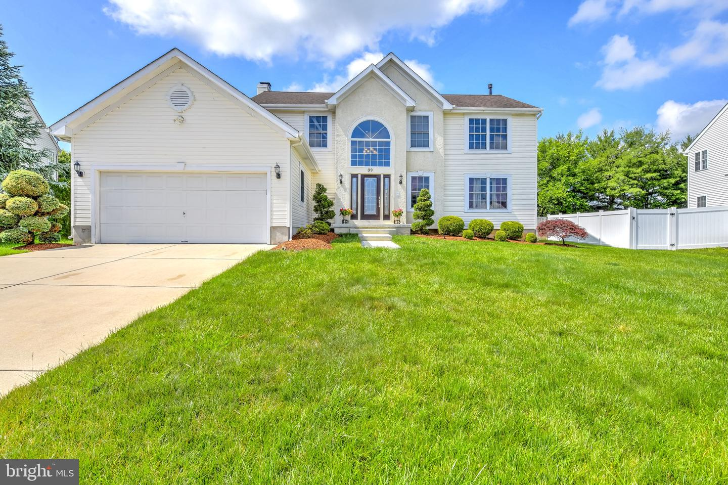 39 GRAYPEBBLE CIR, SICKLERVILLE, NJ 08081