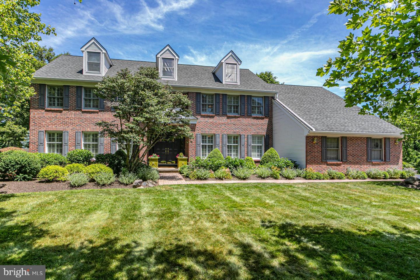 2 OLD BRIDLE PATH, LAWRENCEVILLE, NJ 08648