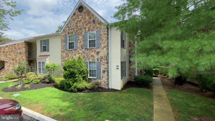 212 VALLEY STREAM LN, CHESTERBROOK, PA 19087