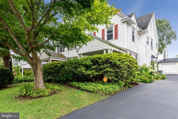 2940 OAKFORD RD, ARDMORE, PA 19003
