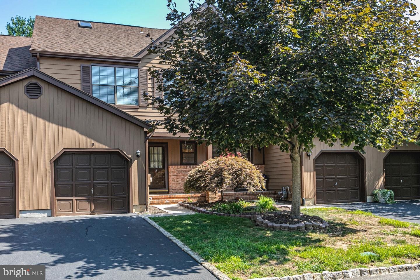 8 CLIVEDEN CT, LAWRENCE TOWNSHIP, NJ 08648