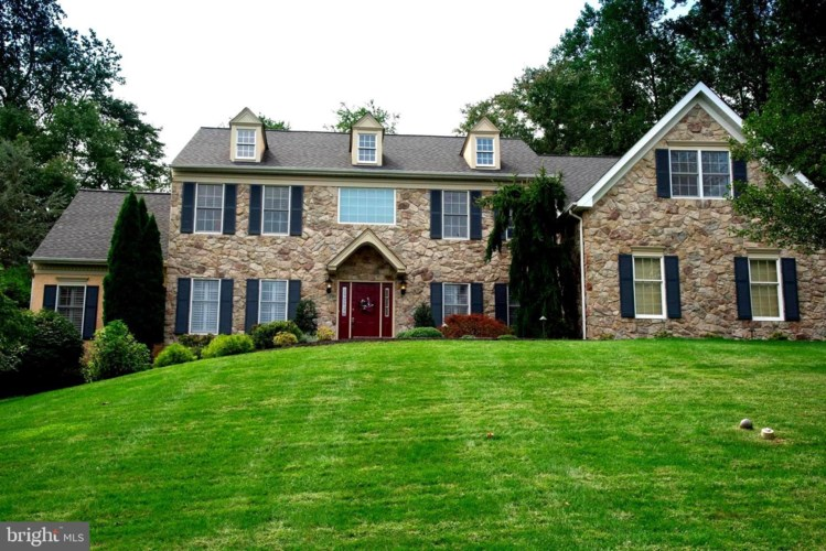 3 MAPLEWOOD DR, NEWTOWN SQUARE, PA 19073