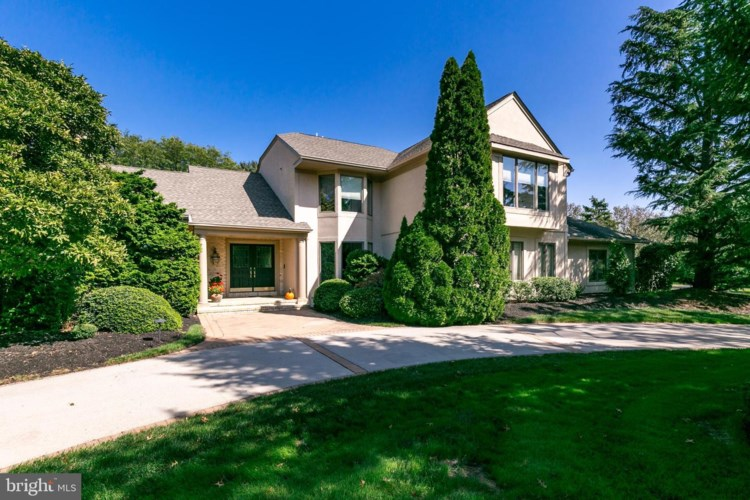 8 DEERFIELD TER, MOORESTOWN, NJ 08057